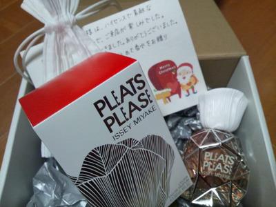 20131223 PleatsPlease香水ギフト.JPG