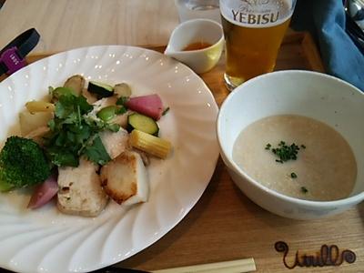 20150517 鶏肉と温野菜のサラダ&オートミール粥.JPG