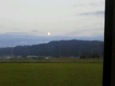 20131018 山際に満月.jpg