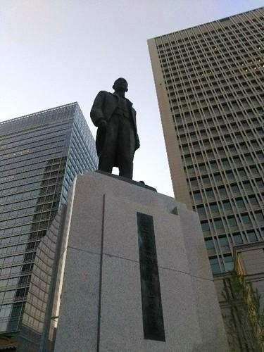 20180428 井上勝像@東京駅前.jpg